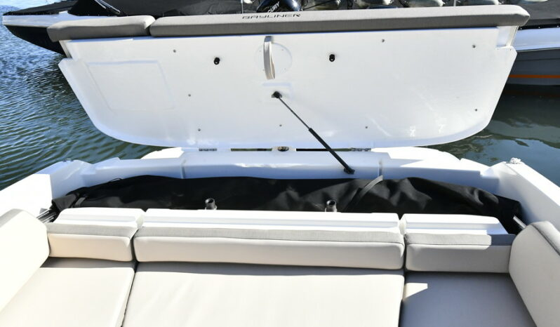 Bayliner VR6 Cuddy med MerCruiser 6.2L MPI 300hk, Bravo III DTS full